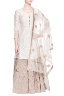 Off white kurta lehenga set with zari embroidery