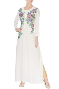 White kurta in floral embroidery