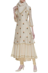 Embroidered kurta with scarf
