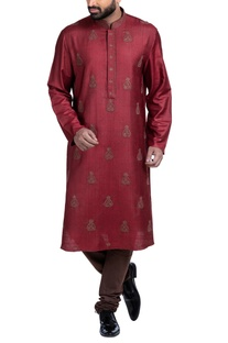 Embroidered kurta set with concealed placket