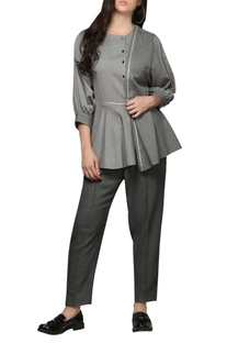 Layered top with ballon sleeves
