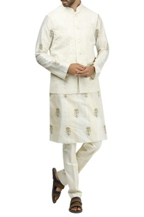 Aari embroidered bandi