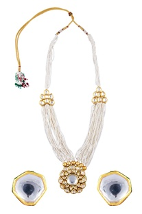 Kundan tiered necklace with stud earrings
