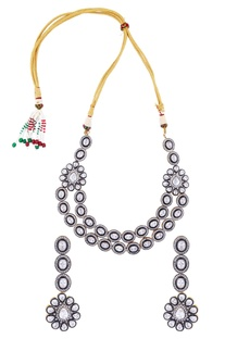 Kundan & pearl necklace with earrings
