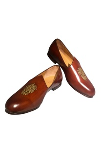 Handcrafted pure leather jutti-style shoes..