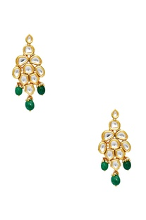 Kundan necklace with maangtikka & earrings.