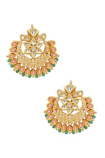 Earrings with pearl details