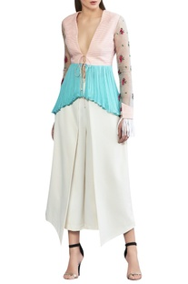 Asymmetric top with organza sleeves.
