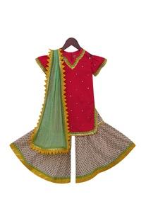 Embroidered kurta with net dupatta & churidar