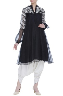 Embroidered tunic with puff sleeves