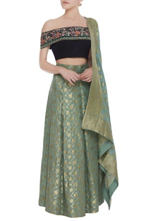 Floral embroidered blouse with banarsi lehenga & dupatta
