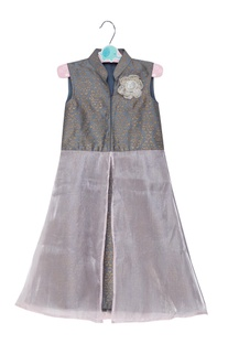 Layered dress with flower brooch