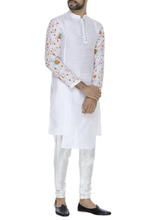 Flower embroidered kurta
