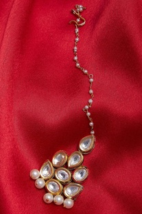 Gold plated maangtikka with kundan work