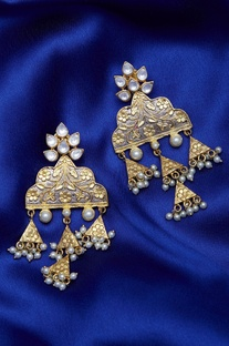 Kundan triangular earrings