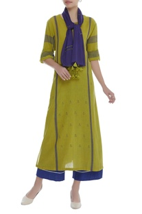 Printed kurta with button tab sleeves