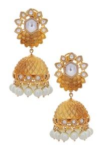 Jhumkis with kundan & pearls