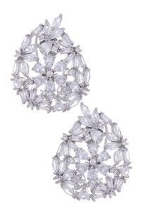 Leaf shaped stud earrings