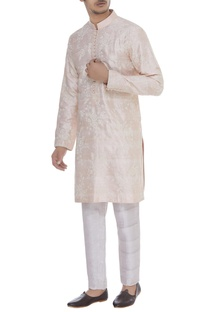 Embroidered mandarin collared kurta