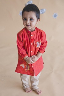 Fish embroidered kurta with pants