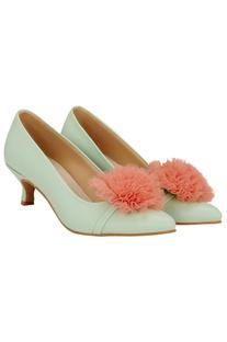 Detachable pom-pom kitten heels