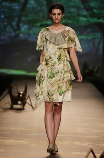 Pale green�& foliage printed tiered dress