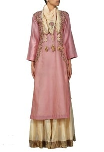 dusky-pink-embroidered-kurta-with-beige-skirt-and-stole