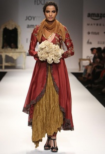 maroon-embroidered-kurta-with-gold-crinkled-skirt