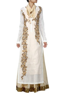 ivory-embroidered-long-kurta-with-beige-skirt-stole