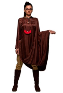 brown-tunic-with-khaki-pants-necklace