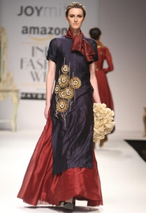 indigo-embroidered-kurta-with-maroon