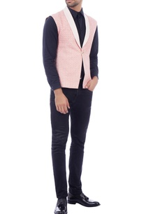 pink-contrast-lapel-sleeveless-jacket