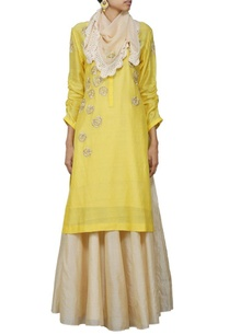 yellow-embroidered-kurta-with-beige-skirt-stole