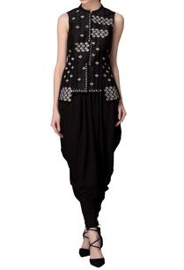 black-sleeveless-printed-waistcoat
