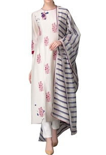 ivory-kurta-set-with-pink-thread-work