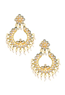 gold-polished-earrings-with-kundan-and-pearl-work