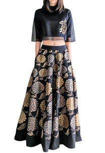 black-applique-skirt-with-crop-top
