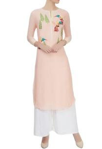 peach-cotton-silk-kurta-with-hand-embroidered-details-and-bird-motifs