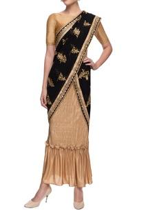 gold-crinkled-skirt-with-black-embroidered-sari
