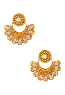 gold-studded-earring
