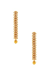 gold-studded-maangtikka-with-a-bead