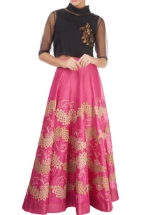 pink-skirt-with-gold-tissue-applique