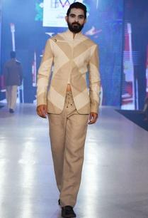 beige-linen-trousers