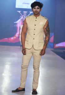beige-sleeveless-bandhi-jacket