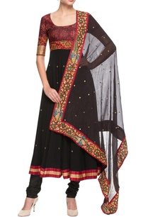 black-red-embroidered-kurta-set-with-printed-bodice