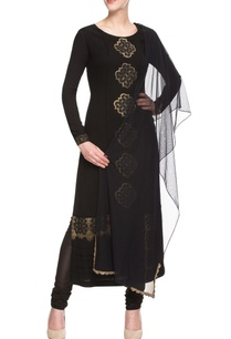 black-kurta-set-with-motifs