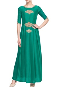 green-kurta-with-embroidery