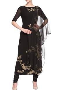 black-kurta-set-with-floral-embroidery