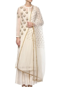 ivory-embroidered-kurta-set-with-floral-motifs