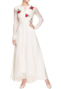 white-multi-coloured-motif-embroidered-kurta